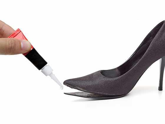 Rozlepenou obuv nemusíte hned vyhazovat, opravte si jí (Zdroj: Depositphotos)