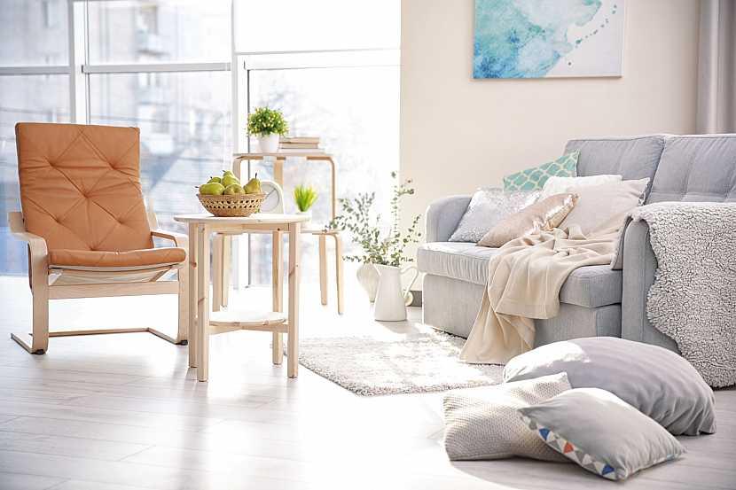 Světlý nábytek