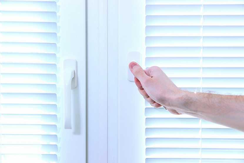 Kliku na okně pravidelně kontrolujte a v případě poškozené vyměňte