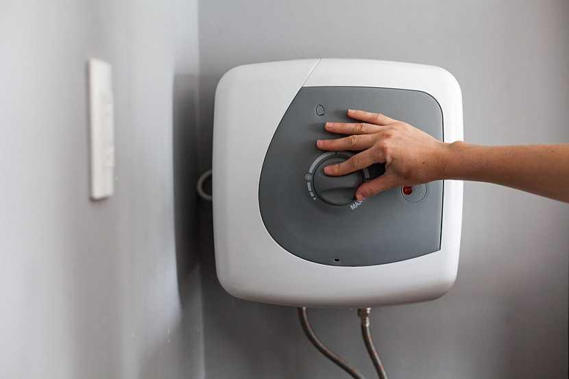 Malý ohřívač vody pro celou rodinu asi dostačující nebude
