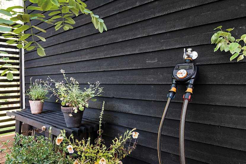 Fiskars_Watering_Environmental_CF_Timer_dual_outlet_1054792
