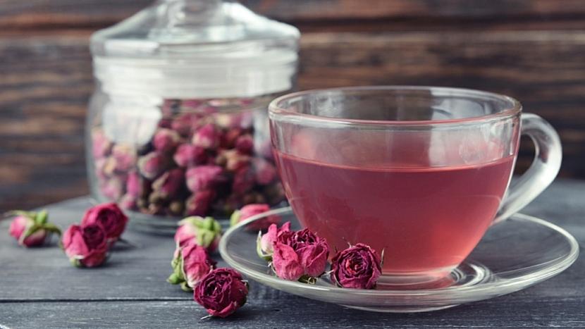 Růžový nálev uklidňuje trávicí ústrojí, posiluje játra a nervovou soustavu