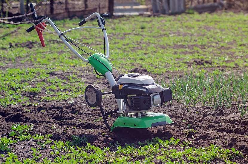 U kultivátorů je zapotřebí kontrolovat nejen náplň převodovky, ale také stav řemenů