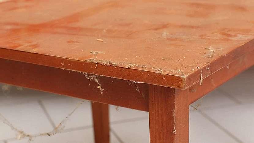 Starý stůl