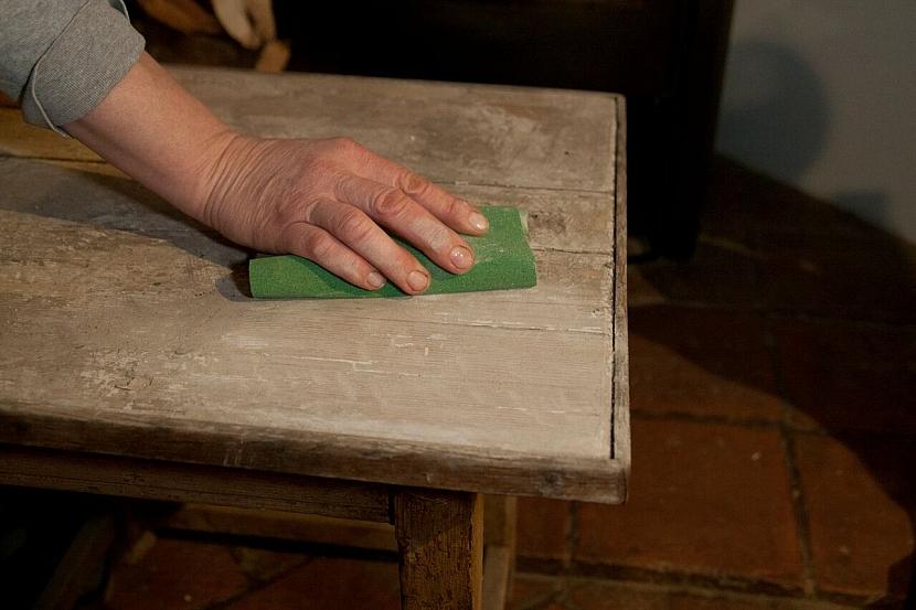 Jak zrenovovat stoličku a vylepšit ji sedákem z korkových zátek od vína 3