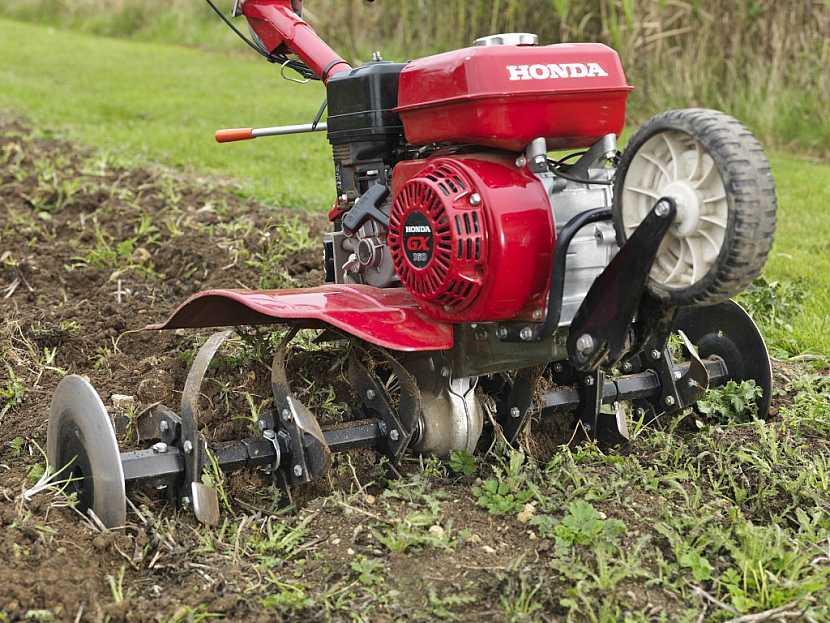 Odplevelení půdy rotavátorem
