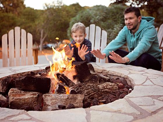 Zásady a správný postup pro stavbu vlastního ohniště (Zdroj: Depositphotos)