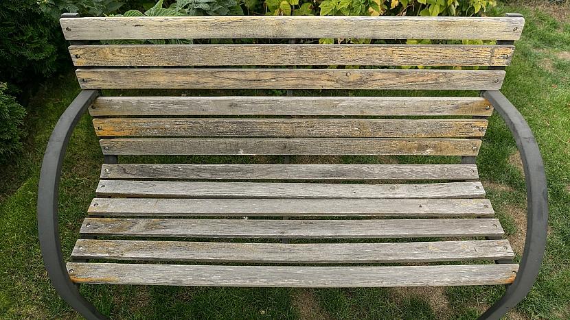 Jak dát staré dřevěné lavičce nový look: před renovací