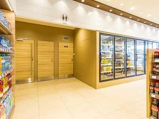 Dveře SAPELI na čerpacích stanicích MOL a v restauracích KFC a McDonald's