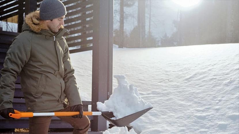 Lopata na sníh SnowXpert má až třikát delší trvanlivost proti opotřebení, než je zvykem u běžného nářadí