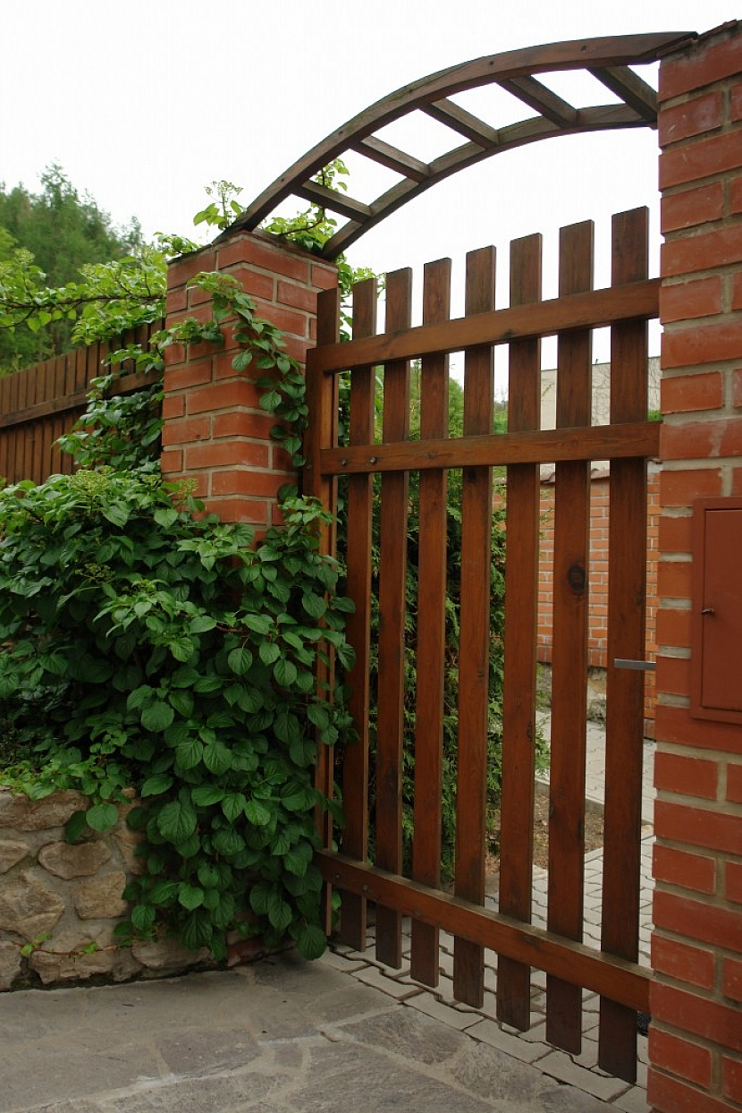 Pěkný plot by měl být i funkční a trochu majitele i charakterizovat