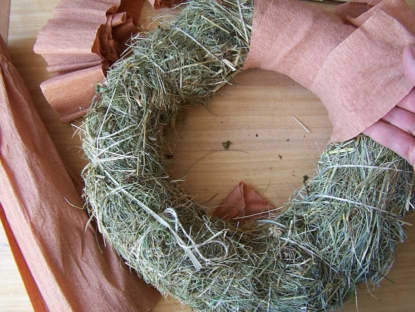 Výroba adventního věnce z přírodních materiálů