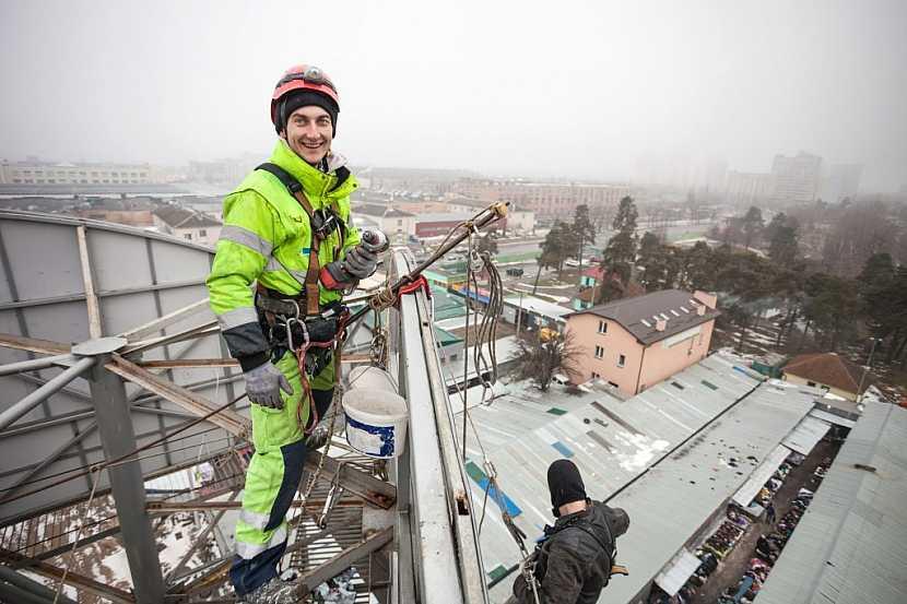 Pracovní oblečení na zimu musí splnit jak požadavky na funkčnost, tak komfort