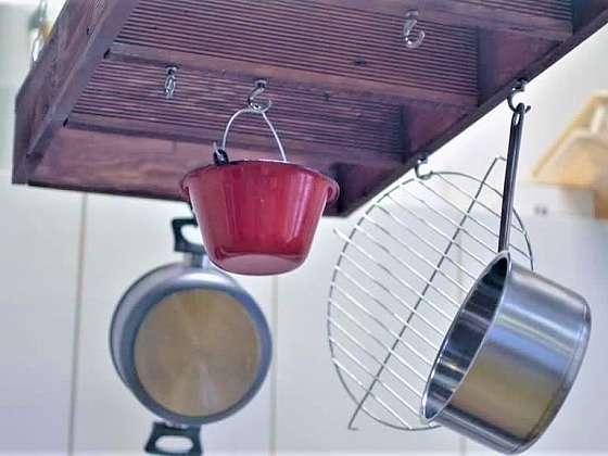 Vyrobte si originální kuchyňský věšák na nádobí (Zdroj: Prima DOMA)