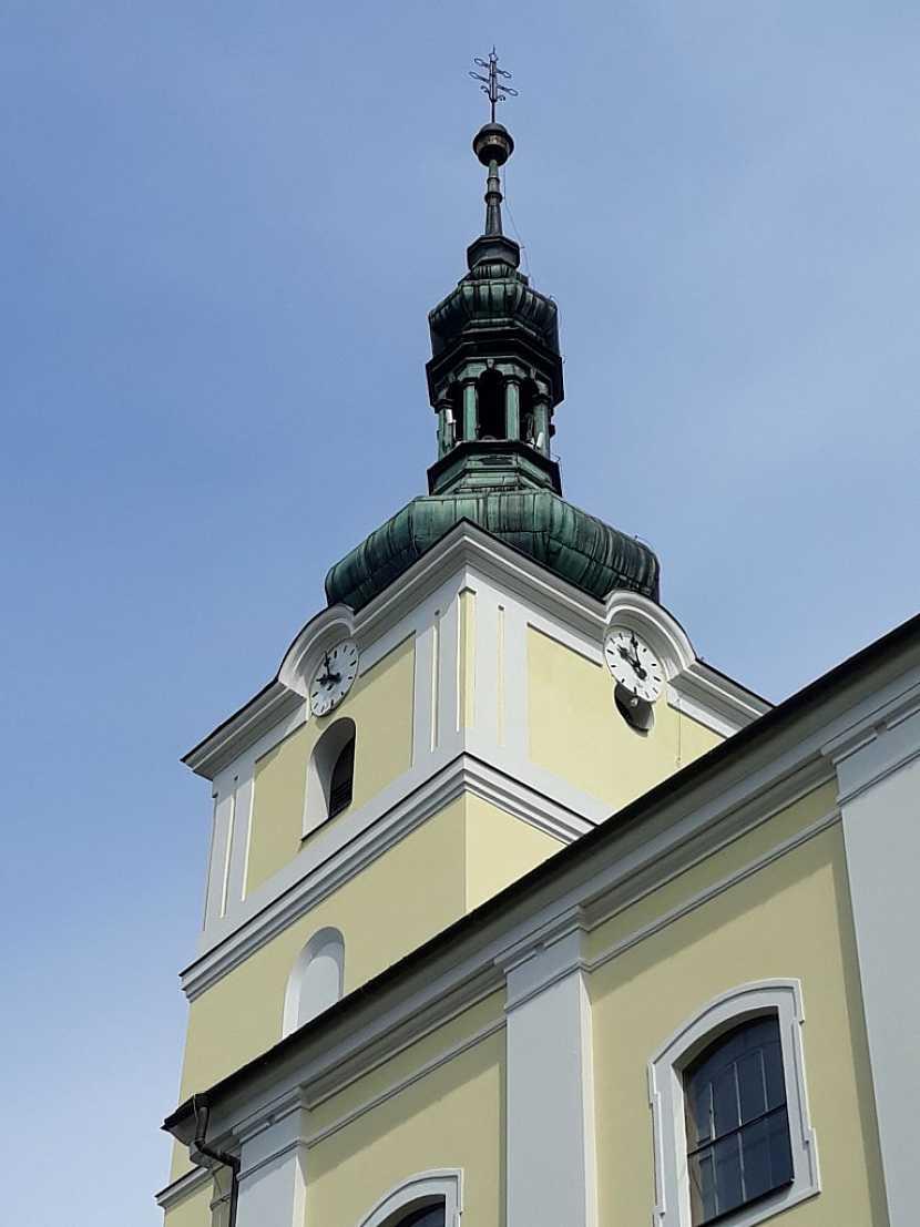 Kostel ve Velkém Týnci má novou fasádu