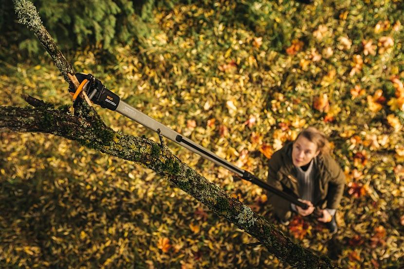 Fiskars_Garden_Action_PGX_Telescopic_Tree_Pruner_UPX86_1023624