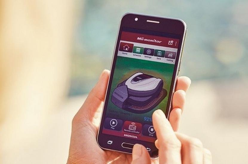 Díky chytré mobilní aplikaci zvládnete ovládat nastavení robotické sekačky HONDA Miimo z pohodlí obývacího pokoje.
