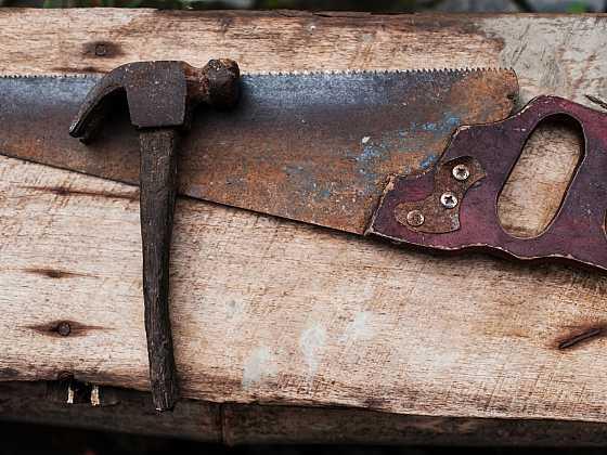Nástěnka ze staré pily. Víte jak na to? (Zdroj: Depositphotos)