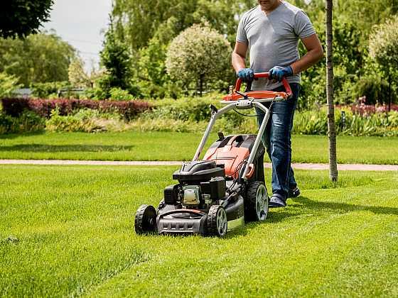 Máte už připravenou sekačku na trávu na novou sezónu (Zdroj: Depositphotos)