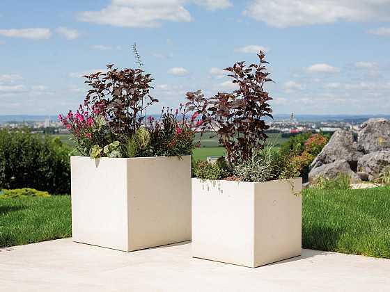 Květináče z tenkostěnného betonu ocení zejména majitelé střešních teras a balkonů (Zdroj: PRESBETON Nova)