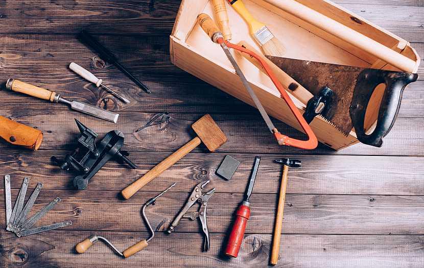 Nářadí potřebné pro práci se dřevem