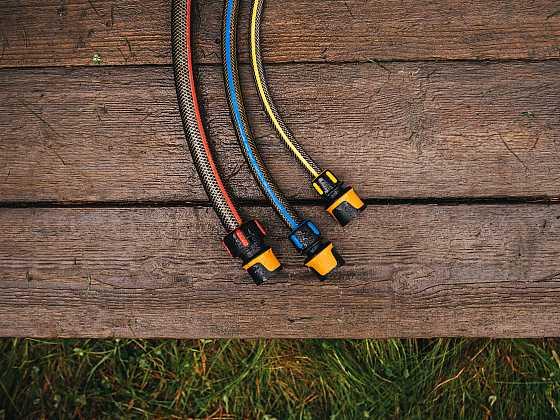 Abyste šetřili čas i peníze, nepodceňujte výběr spojek na zahradní hadici (Zdroj: Fiskars)