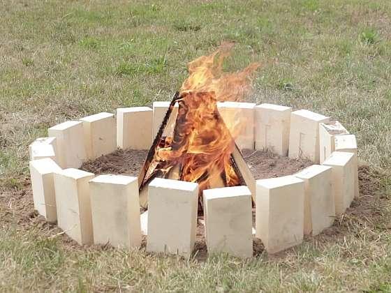 Chcete si postavit ohniště? Potřebujete k tomu jen pár cihel (Zdroj: Prima DOMA MEDIA, s.r.o.)