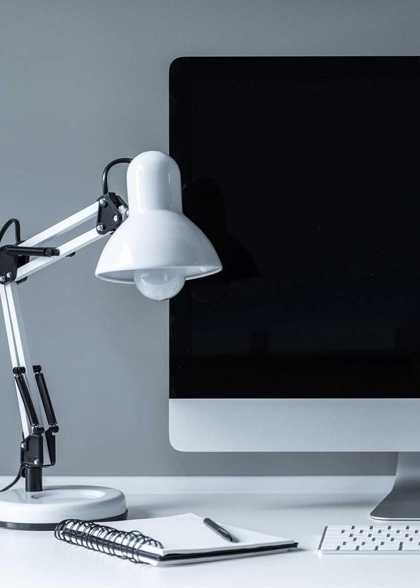 Lampa by měla disponovat několika klouby pro nastavení výšky i směru dopadu světla