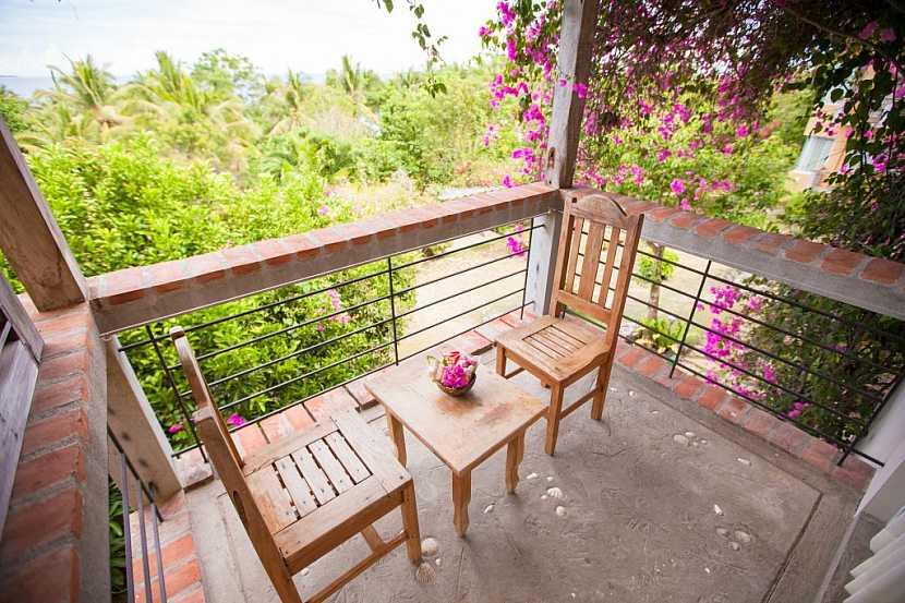 Posezení na malém balkóně v retro stylu