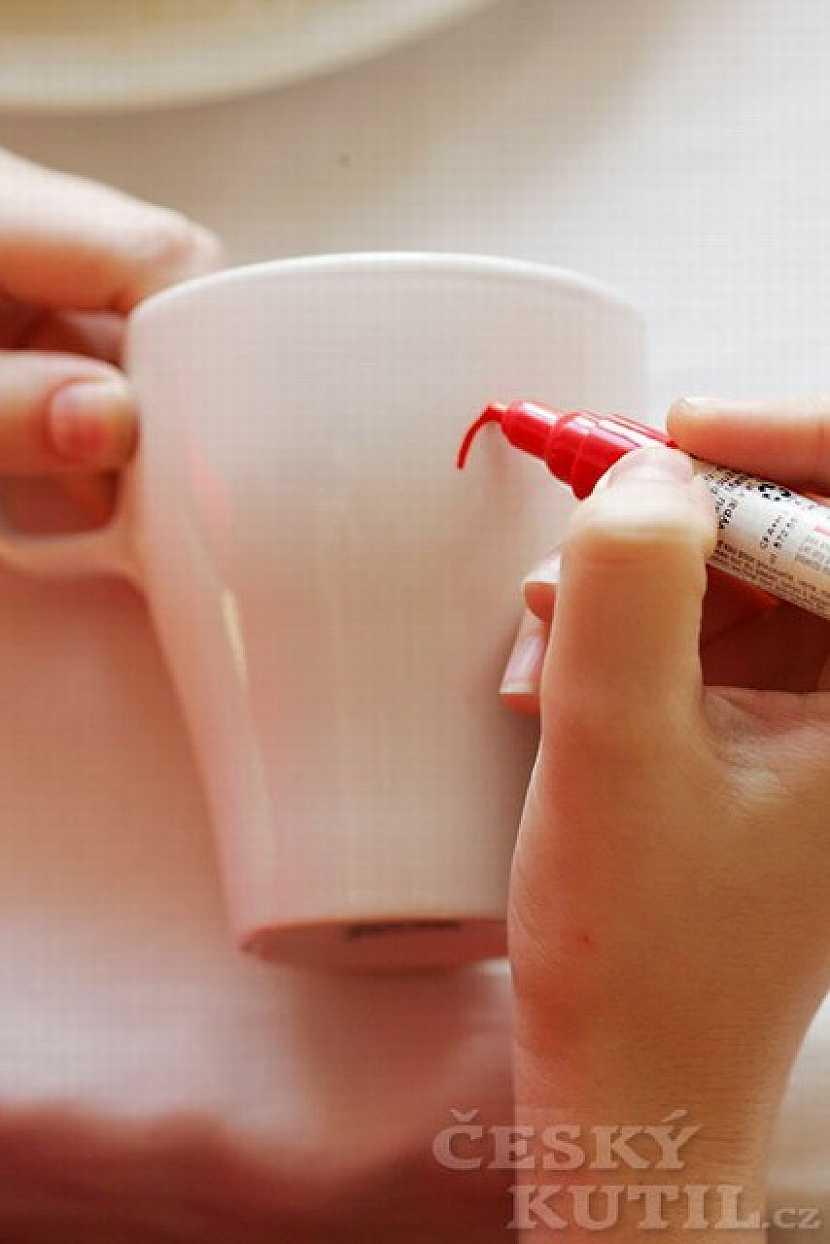Jak použít fixy nebo barvy na porcelán