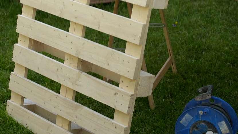 Nejdůležitější částí stolečku bude dřevěná paleta