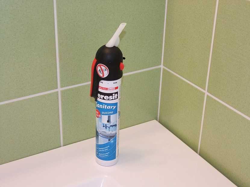 Ceresit Sanitary - silikon se samospouští