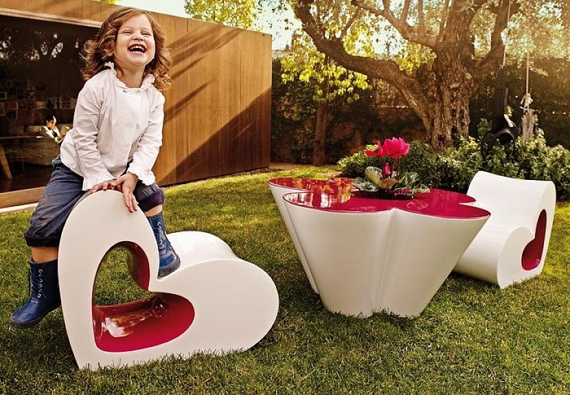 Exteriérový nábytek Agatha se stal průlomem do moderního světa designu zahradního nábytku.