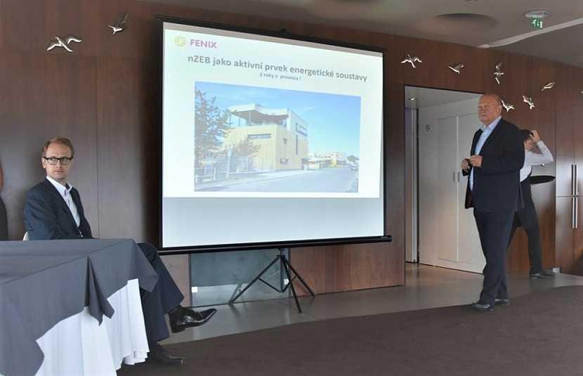 Vpravo Cyril Svozil, zakladatel společnosti Fenix Group, vlevo Cyril Svozil mladší, budoucí nástupce ve vedení holdingu.