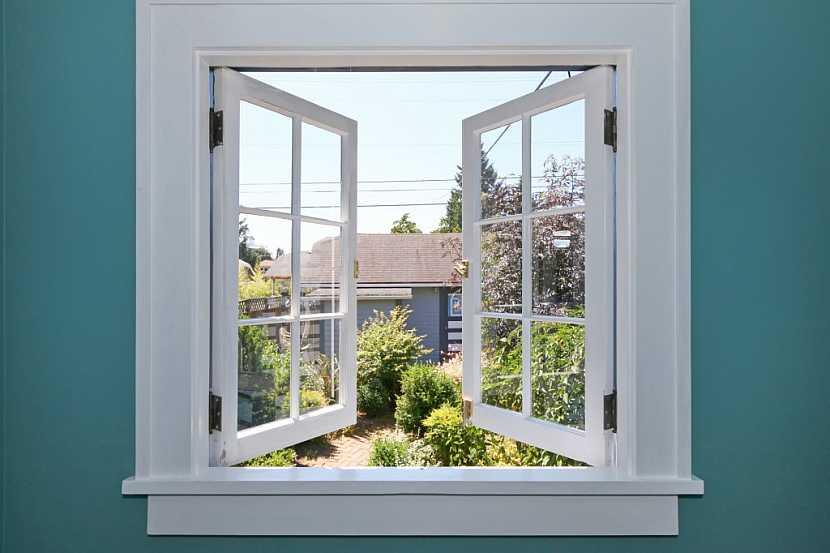 Kování na oknech nejsou jen funkční, ale i estetický prvek