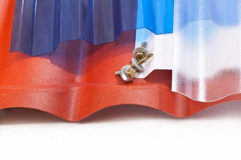 I ploché polykarbonátové desky jsou v nabídce v několika typech a barvách