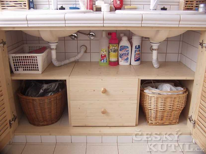 Koupelnová skříňka na míru