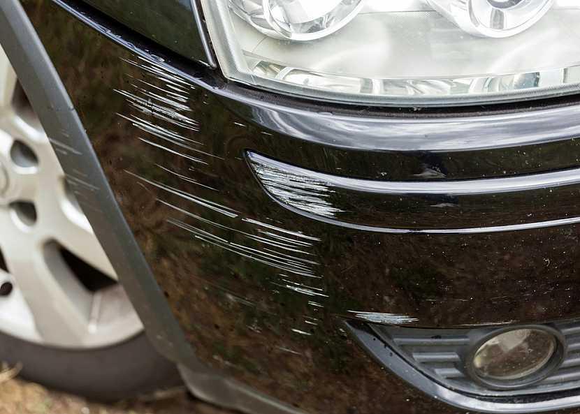 škrábanec na autě