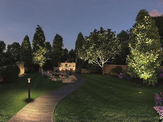 Díky zahradnímu osvětlení už nebude vaše zahrada v noci jen temným zákoutím (Zdroj: HORNBACH)