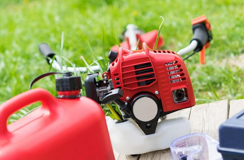 Kvalita současných paliv nutí majitele stroje používat stabilizátor nebo prémiové benziny