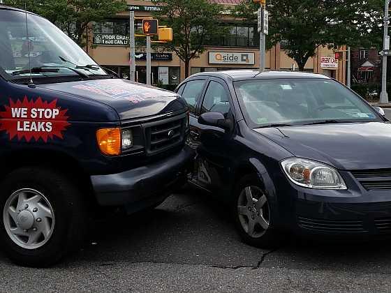 Víte, jak postupovat, když na autě najdete škrábanec? (Zdroj: Pxhere.com)
