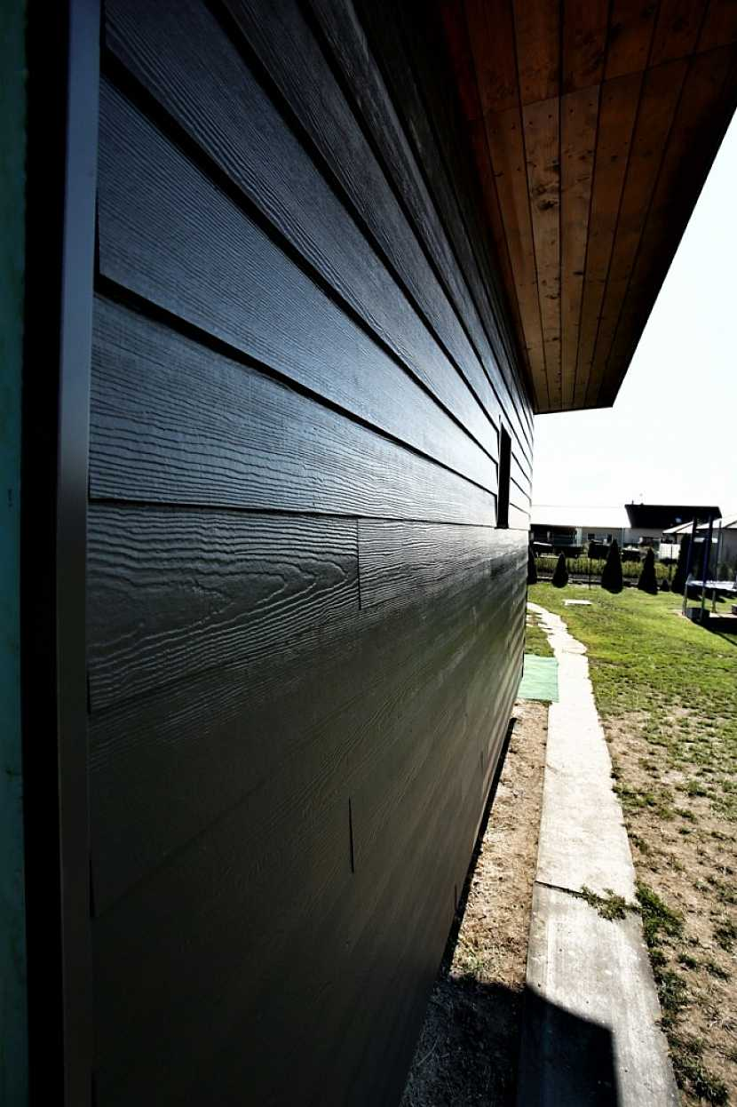 HardiePlank nabízí spojení přírodní krásy dřeva s trvanlivostí a bezúdržbovostí vláknocementu James Hardie