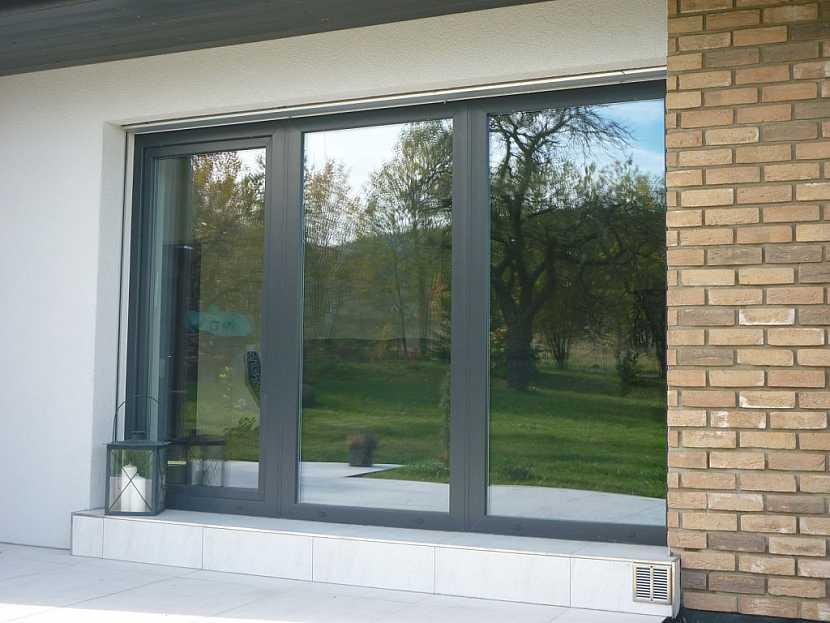 PVC okna v šedé barvě - rozeznáte je od hliníkových oken?