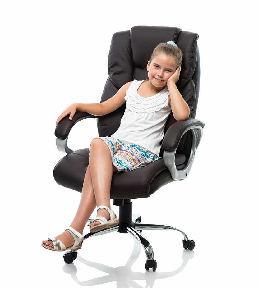 Židle by měla být ergonomicky tvarovaná a pohodlná