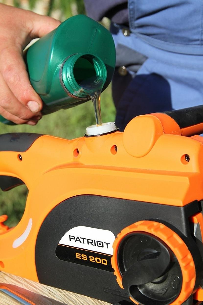 Do Patriota potřebujete pouze olej