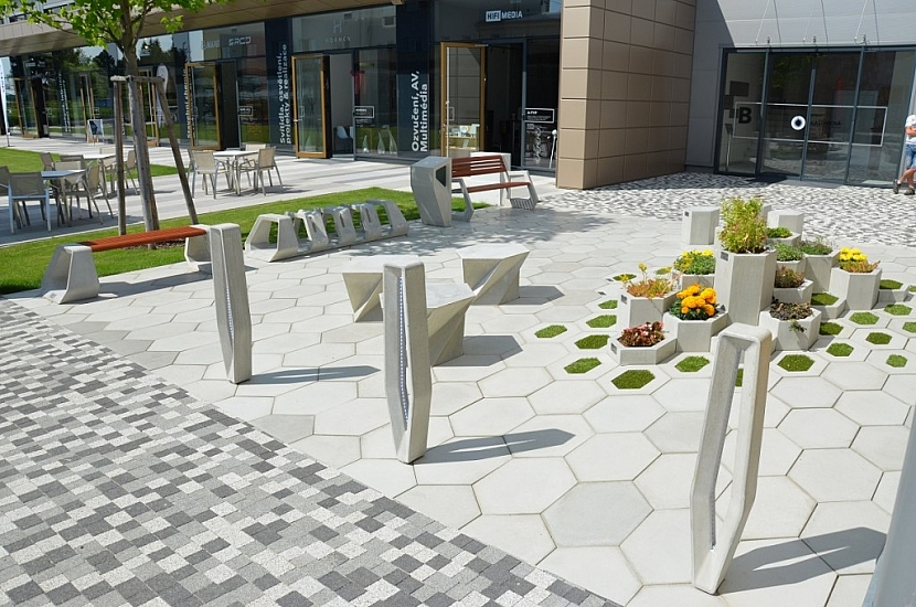 Nevšední hexagonální dlažba H-E-X a městský mobiliář