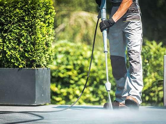 Tlakové čističe dokáží hotové zázraky. Dokáží vyčistit i to, co se původně mohlo jevit, že již vyčistit nepůjde. Avšak i jejich používání má svá ale (Zdroj: Depositphotos (https://cz.depositphotos.com))