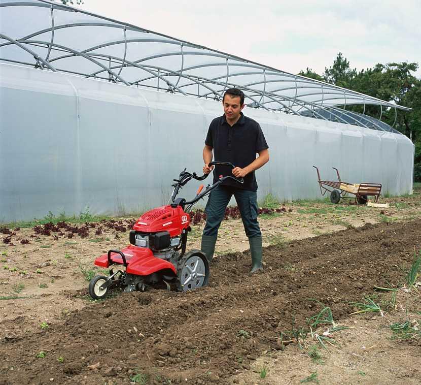 Hluboká příprava půdy protiběžným rotavátorem