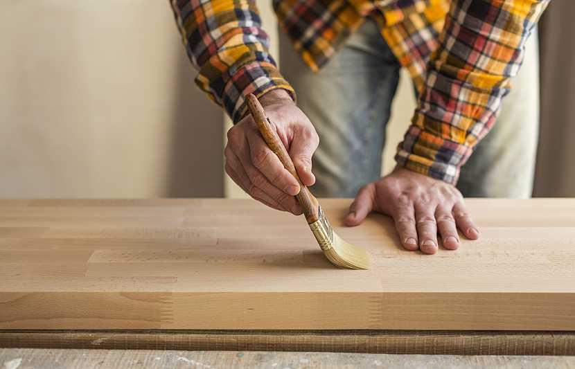 Nátěr na dřevo