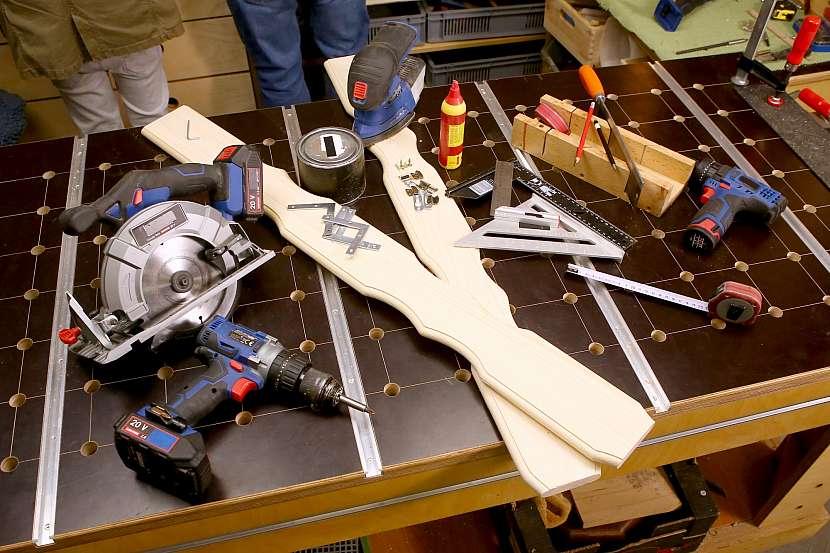 Materiál a nástroje